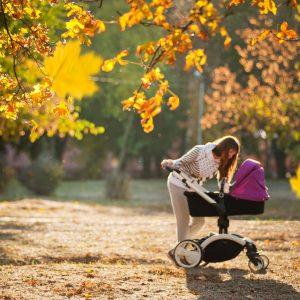 Poussette, siège auto : comment transporter bébé ?
