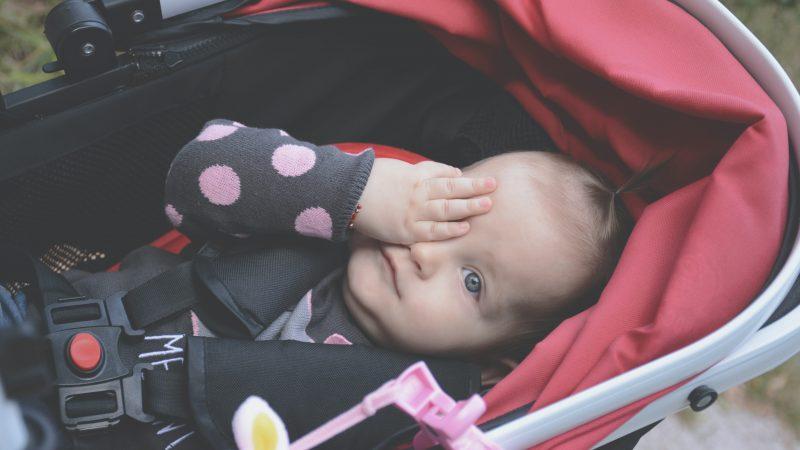 Poussette ou porte-bébé : quel est le plus pratique?