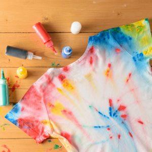 Atelier teinture : customiser des vêtements avec les enfants