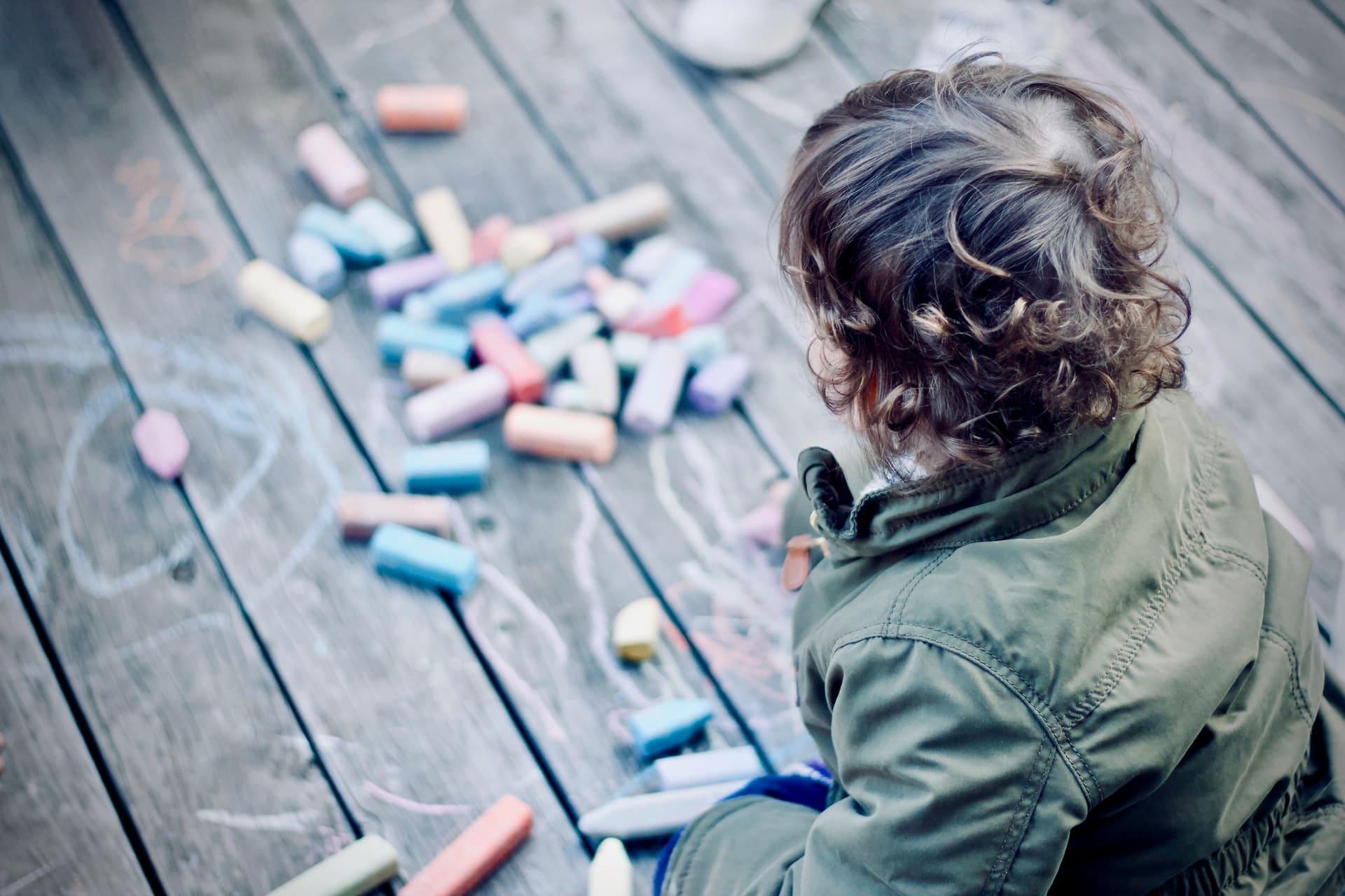 Comment occuper un enfant avec un plâtre ou un bandage ?